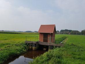 Plattdüütsch: Pumpwark an'n Ihlbeker Kanaal bi Ihlbeek