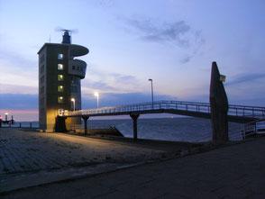 Abendstimmung am Cuxhavener Kontrollturm