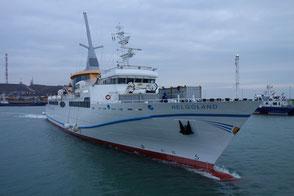 Seebäderschiff Helgoland auslaufend aus dem Helgoländer Südhafen