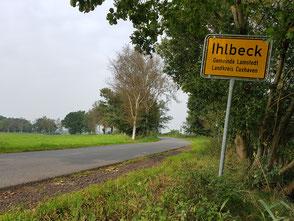 Plattdüütsch: Oortsschild un Oortsingang von Ihlbeek