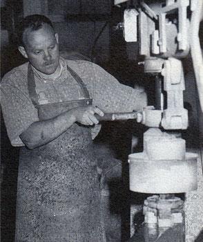 Steinmetz bei der Arbeit
