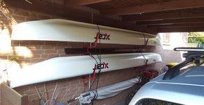 XCAT-Segeln | Einfache Bootslagerung startklar an der Hauswand