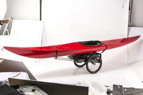 Kajak mobil auf einem (Fahrrad)Anhänger
