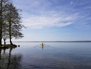 ROWonAIR am Schweriner See auf SUP RowVista vorwärtsrudern