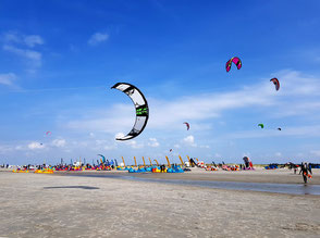 XCAT Kitesegeln | Multivan Kite Masters in St. Peter Ording am Strand