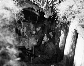 Gelders Archief 1560 Collectie Tweede Wereldoorlog, Royal Artillery/Signal dugout Staff Sergeant G. Johnstone