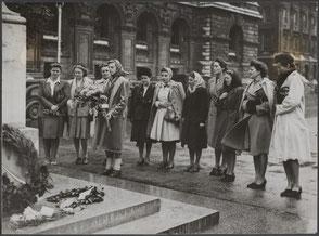 London, Cenotaph War Memorial, Reimke Rijks with the flowers.