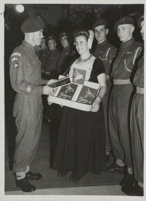 London September 1946, on the left CSM W. Hennon (4th Parachute Brigade HQ)  and Anje van Maanen