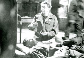 Gelders Archief 2867 Collectie Vroemen, Tafelberg Hotel scene with Desmond Hurst (Director)
