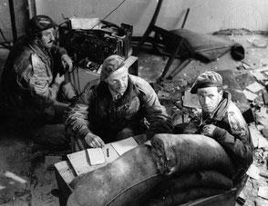 Gelders Archief 1560 Collectie Tweede Wereldoorlog, Major Gough and  Lieutenant J.A. Cox