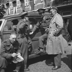 Nationaal Archief 2.24 6665 Group of War Correspondents