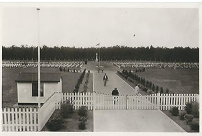 Note the wooden fence, wich seemed to be still there in the fifties.first stood at the entrance of the Cemetery