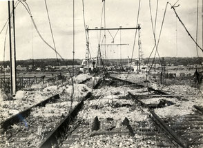 Damaged track view from Arnhem (Schuytgraaf) towards Oosterbeek (Utrechts Archief 152796)