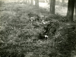 Gelders Archief 2867 Collectie Vroemen, Sonnenberglaan, with an unknown Staff-Sergeant, Glider Pilot Regiment, at the back ground the knocked out Char B1 Flamethrower tank
