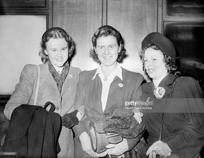 London, September 1946, left to right: Netje Heijbroek, Anje van Maanen and ?