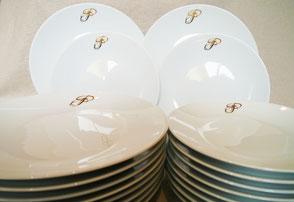 service en porcelaine personnalisé avec initiale
