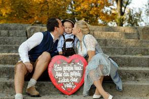Foto Familie mit Lebkuchenherz