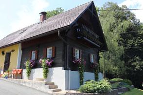 Das modern ausgestattete Winzerhaus liegt in absoluter Ruhelage und bietet bis zu acht Personen Platz.