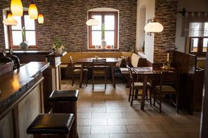 Im Gastrobereich wird bis 11 Uhr das Frühstück serviert, anschliessend wird der Raum für Speisen aller Art verwendet.