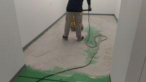 さいたま市の工場、塗床研磨処理の様子