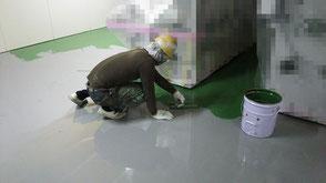さいたま市の工場、防塵塗装、エポキシ系厚膜、塗床施工中の様子