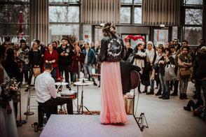 Jeansjacke mit Brautschriftzug,