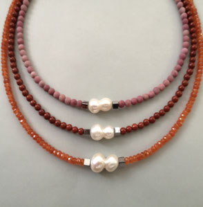 """Perlenkette """"Shades of Blue"""", Süßwasserperlen mit Magnetverschluss, Perlenschmuck, Perlenkette, Perlenarmband, Perlenrausch-Regensburg"""