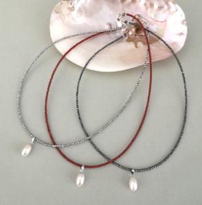Charm-Ketten aus Perlen, Edelsteinen und Sterlingsilber; Perlen, Kette, Perlenschmuck