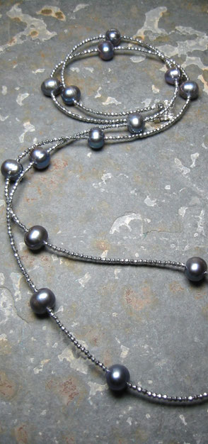Kette DOUBLE OR SINGLE aus Süßwasserperlen, Carneolwürfeln und Hämatit, Perlen, Perlenschmuck, Perlenarmband