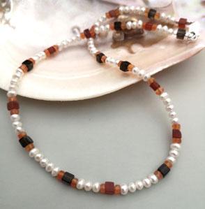 Kette aus Carneol und Onyx mit Bergkristall und Sterlingsilber; Perlenschmuck, Perlenkette, Perlenarmband