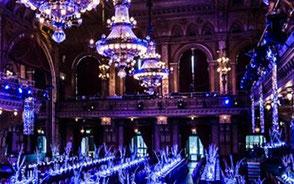 Stora lampor i Berns festlokaler