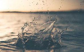 plask på vattenyta