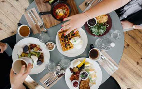 bord med brunchmat