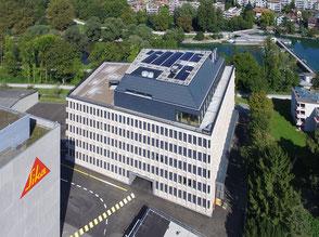 Photovoltaikanlage mit eingefärbten Modulen