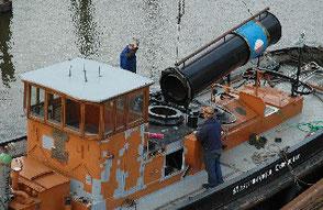 Montage des Schornsteins, 31.3.2010. Fotos Andreas Westphalen