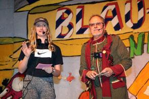 Bacchus Achim Benke mit Büttenrednerin Mirenda Hermes auf der Bühne