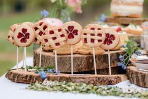 koekjes homemade vers bloemen eetbare bloemen zandkoekjes sweet table cookie pop