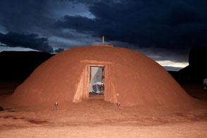 Monument Valley Hotel Tipps: Navajo Hogan