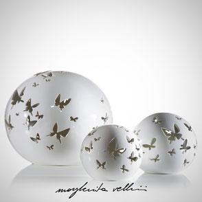 Lampada sfera da appoggio tagli FARFALLE finitura Maiolica bianca . Margherita Vellini Ceramica Made in Italy Home Lighting Design