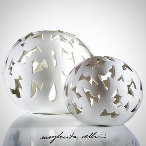 Lampade a sfera da appoggio tagli BAROCCO finitura in Maiolica bianca  Margherita Vellini Ceramica Made in Italy Home Lighting Design