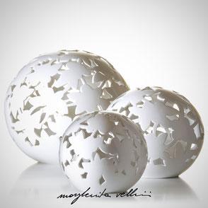 Lampade a sfera da appoggio tagli PIZZO finitura in Maiolica bianca  Margherita Vellini Ceramica Made in Italy Home Lighting Design