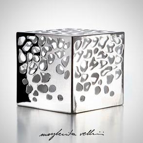Lampada cubo da appoggio tagli BLOB finitura in metallo prezioso Platino 15%  Margherita Vellini Ceramica Made in Italy Home Lighting Design