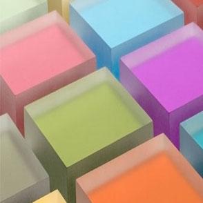 Versato - Luminous - Acryl - PetG - Kunststoffe - Ladenbau - Messebau - Möbel