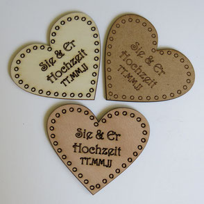 Lasergravierte, personlisierte Herzen aus Holz