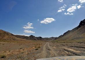 Mongolei Geländewagen Reise, Typische Piste durchs Gebirge