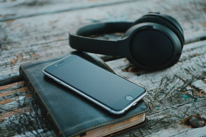 Telefon und Kopfhörer