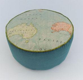 "Yogakissen "" Landkarte"" . 86,00€"