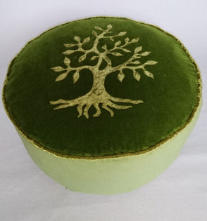 "Yogakissen "" Lebensbaum "" . 95,00 €"