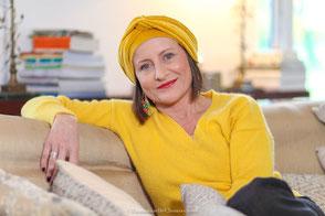 Bonnet et turban en velours jaune safran