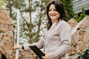 Andrea von Stilhochzeiten - Weddingplannerin Odenwald - Hochzeitsplaner Odenwald - heiraten im odenwald - location odenwald - begleitung am hochzeitstag odenwald